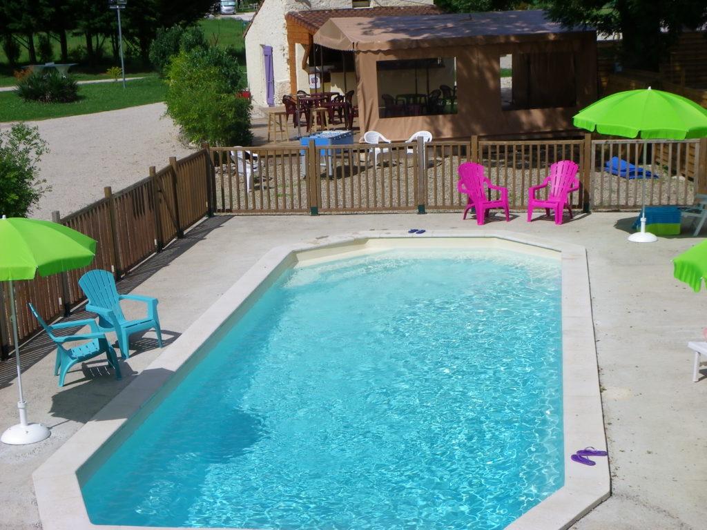 À l'été 2020, nos résidents nageront dans une piscine fraîchement débarquée en juin dernier